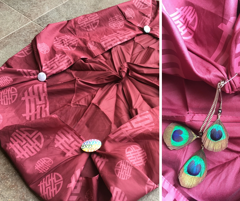 Upcycle umbrella to tote bag! Step 2: Pair and secure the corners