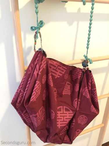 Old umbrella to tote bag   The durable, waterproof material of the umbrella is perfect for repurposing into a stylish shoulder bag