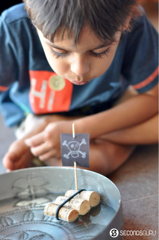 Turn wine corks into child's play this summer break! Create raftboats with your kids in this craft activity. [More ideas in the link!]