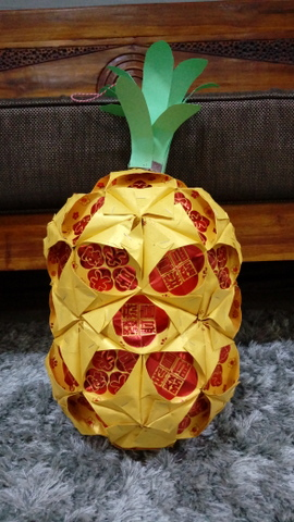 Hong Bao crafts - use your Chinese New Year red envelopes for fun crafts! Read how you can make a traditional, classic pineapple with hong bao / ang pow / lai see.