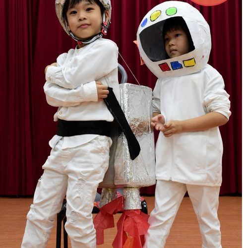 KIndergarten kids rocking costumes made out of recycled materials. How cool are these spacesuits!