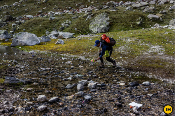 Plogging up in the mountains while trekking
